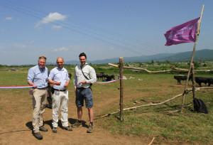 Rogier van der Weerd (centre) cutting the ribbon, accompanied by Floris van Hest (right) and Frans Schepers (left)