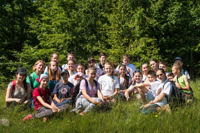 HSH Princess Theodora and young students from Armenis and Teregova at Bison Hillock / Picture by Bogdan Comanescu