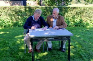 Frans Schepers, Managing Director of Rewilding Europe (left) and Ysbrand Brouwers, CEO of Artists for Nature Foundation (right) signing the Memorandum of Understanding.