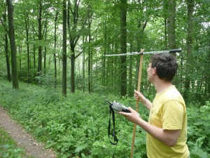 Researcher Rene Jansen seeking wildcat with the help of transmitters.