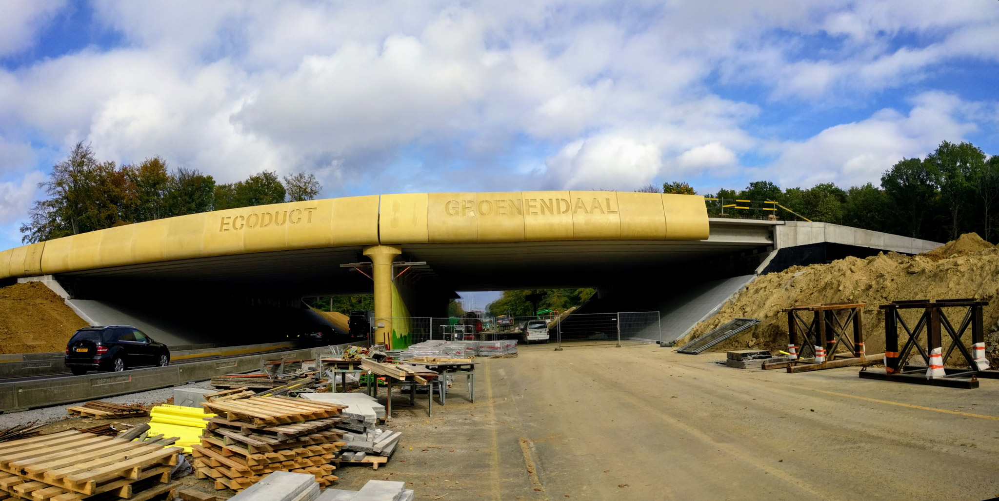 The Ecoduct Groenendaal in Belgium, seen here under construction as part of the LIFE+OZON project, helps wildlife cross the Brussels Ring Road.