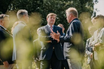 King Willem-Alexander and Frans Schepers discuss the rewilding of river floodplains and the work of Rewilding Europe.