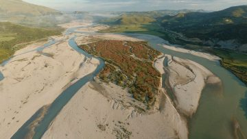 In Albania the Vjosa is characterised by beautiful canyons, braided river sections, islands and stretches, while in some areas the riverbed expands to more than 2 kilometres in width.