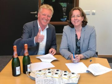 Frans Schepers, Managing Director of Rewilding Europe, and Kirsten Schuijt, CEO of WWF Netherlands, signing the partnership agreement.