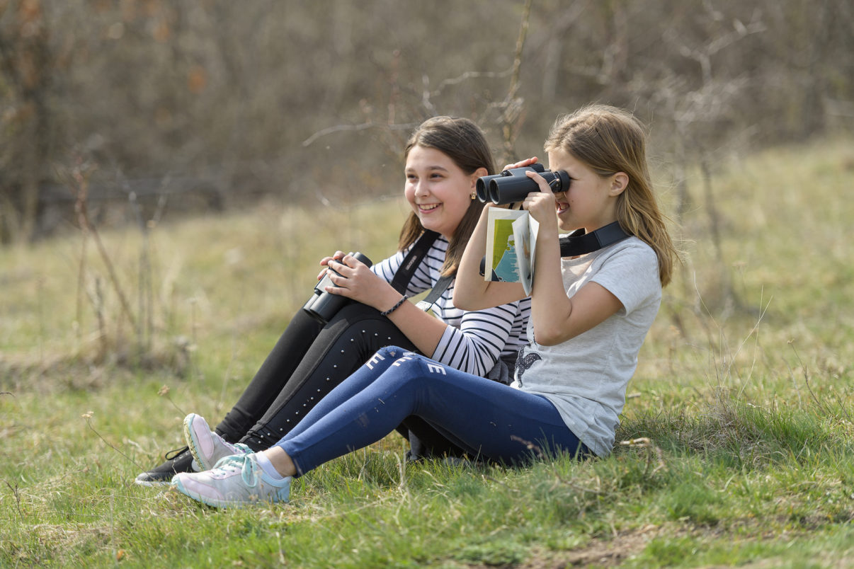 On International Bird Day, Romanian schoolchildren were thrilled to identify birds using Romanian Ornithological Society binoculars.