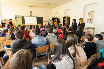Two biologists from the Romanian Ornithological Society captured the hearts and minds of TANZ club students with their presentation on bird migration.